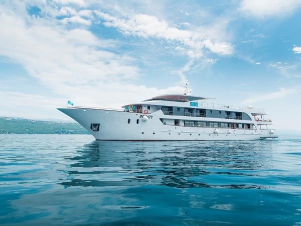 Small Ship Cruising Holidays In Croatia - Small ship cruises for dalmatian coast