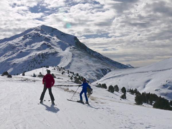 Family skiing holiday in Pyrenees