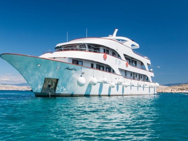 Small Ship Cruising Holidays Helping Dreamers Do - Small cruise ships caribbean