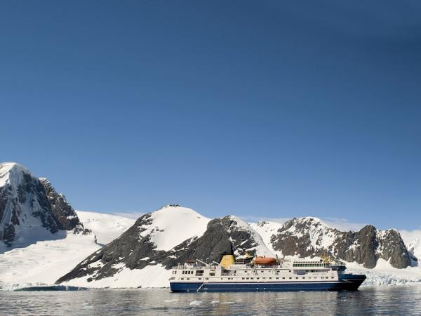 Best time to visit antarctica responsible travel guide to for Best way to travel to antarctica