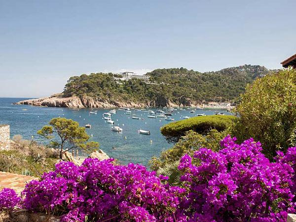 Walking holiday in Catalonia and France