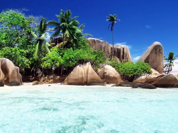 Yacht charter in the Seychelles, 8-12 people