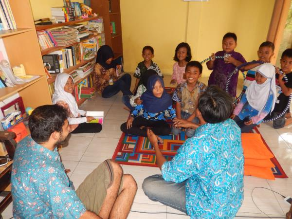 Volunteer with young people in Indonesia