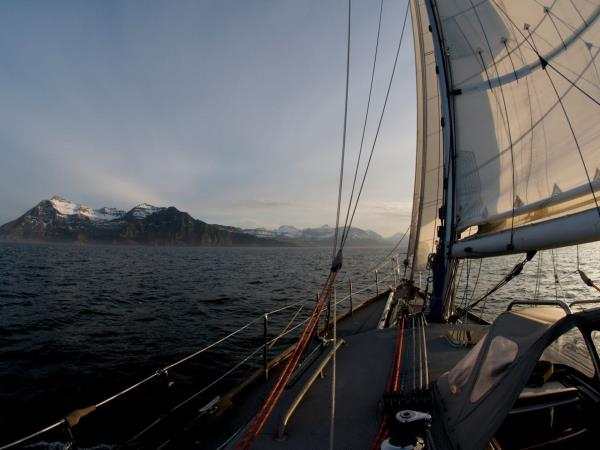 Midnight sun sailing holiday in Norway