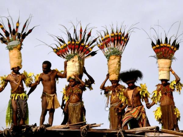 Goroka show group tour in Papua New Guinea