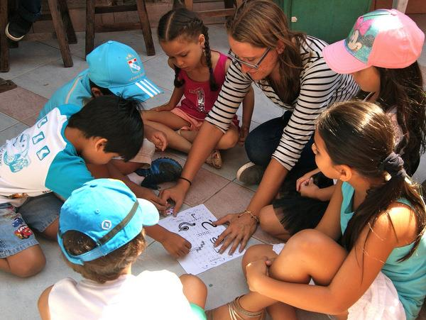 Teach children in Peru