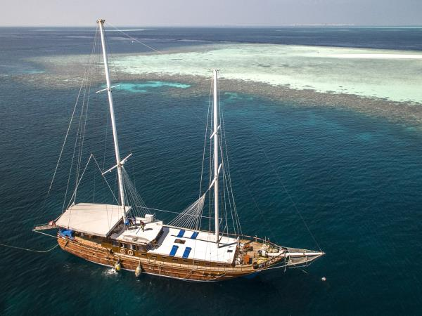 Maldives gullet cruise holiday
