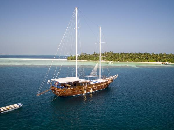 Maldives private gullet cruise holiday