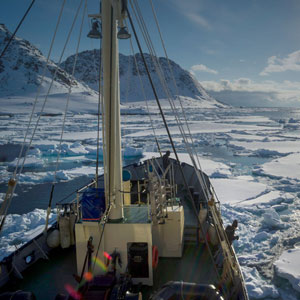 Small ship cruises in Spitsbergen