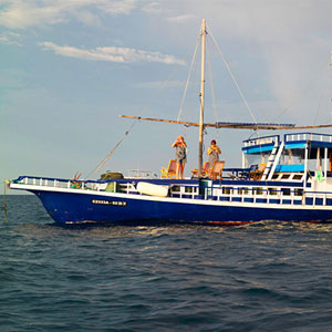 Maldives dhoni cruises