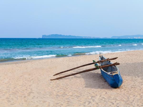 Sri Lanka Tour Beach Holiday Helping