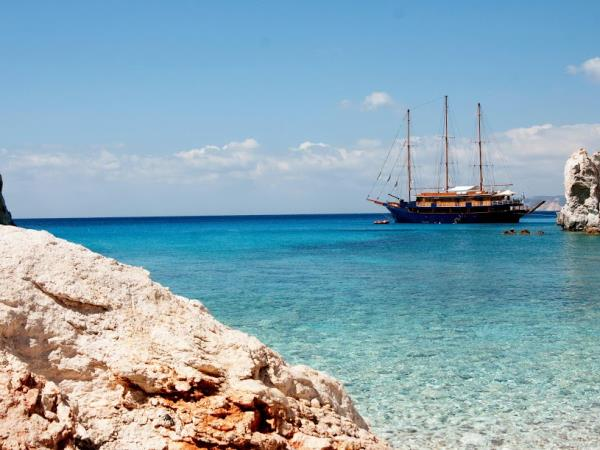 Greek Island hopping cruise in the Aegean