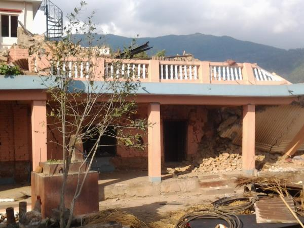 Trek & volunteer in Nepal, help rebuild it