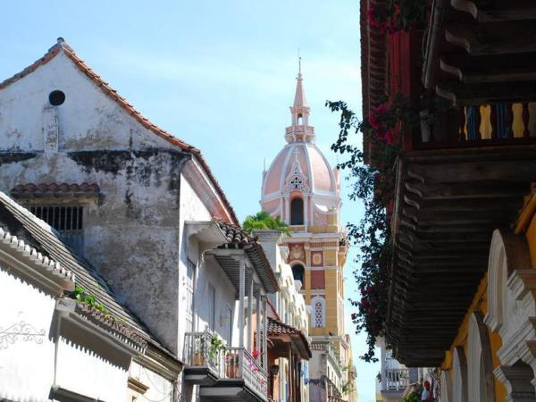 Colombia holiday, cities and coast