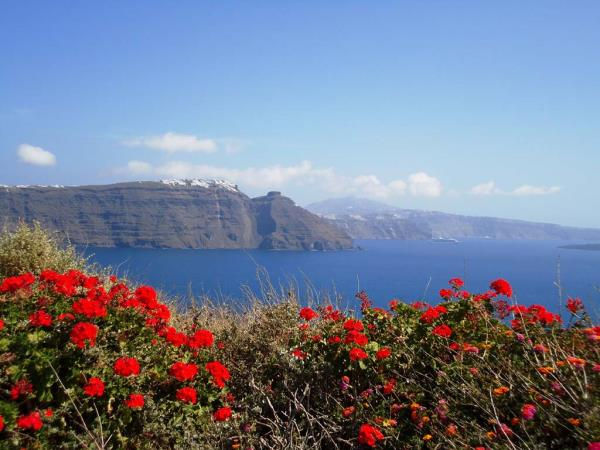 Self guided walking holiday in Santorini and Naxos, Greece