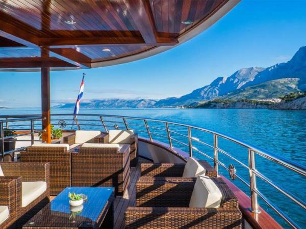 Central Croatia luxury cruise from Split