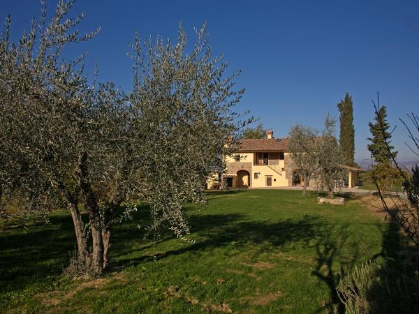 Tuscany holiday, cooking, truffle hunting and tour