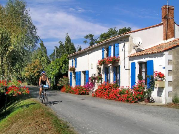 Nouvelle Aquitaine self guided cycling holiday, France