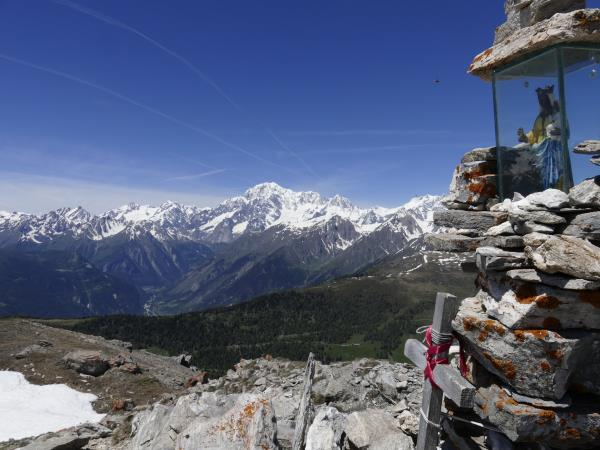 Mont Blanc yoga and walking holiday