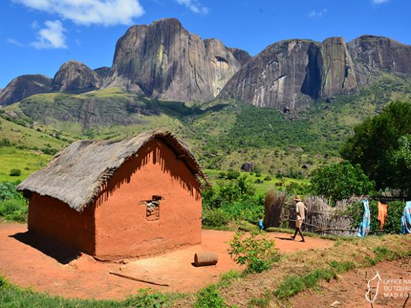 Madagascar private tour with tracking and camping