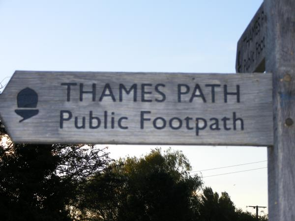 Thames Path walking holiday, England