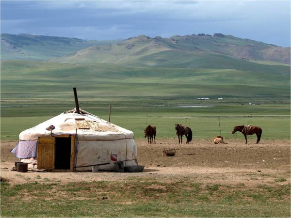 Mongolia tour, mountains & nomads