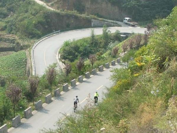 Three Gorges cycling tour in China