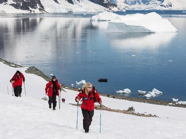 Antarctic peninsula cruise adventure