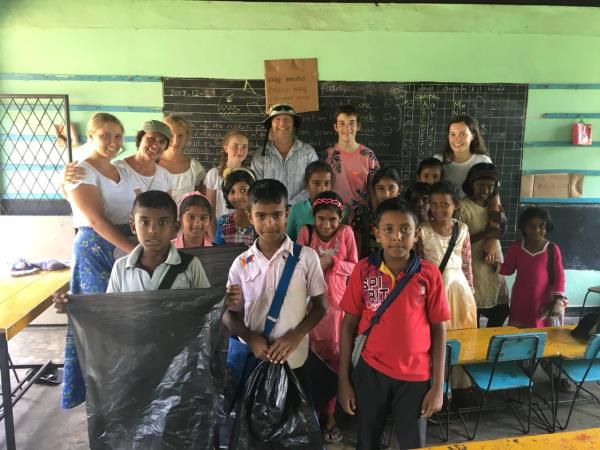 Family volunteering in Sri Lanka