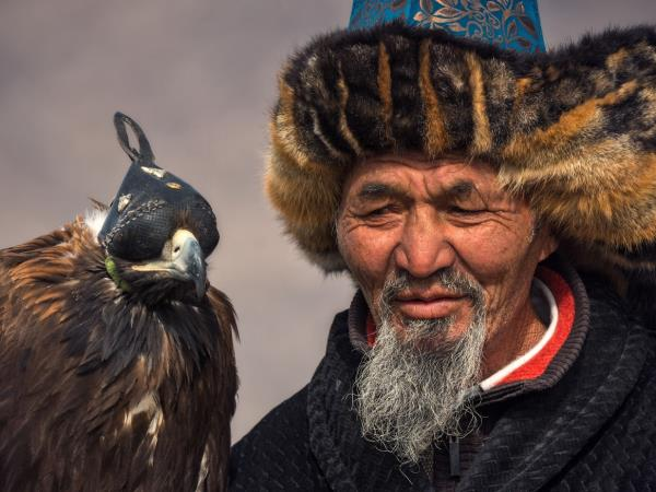 Mongolia eagle hunting festival holiday