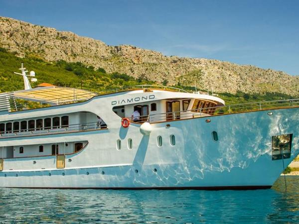 Luxury small ship cruise in Croatia