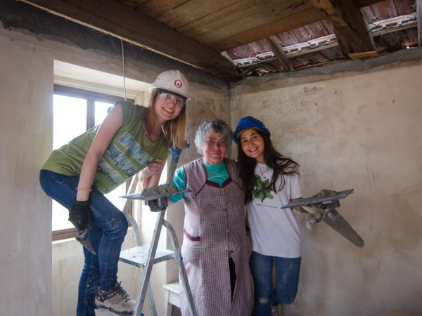 Volunteer in Portugal renovating homes