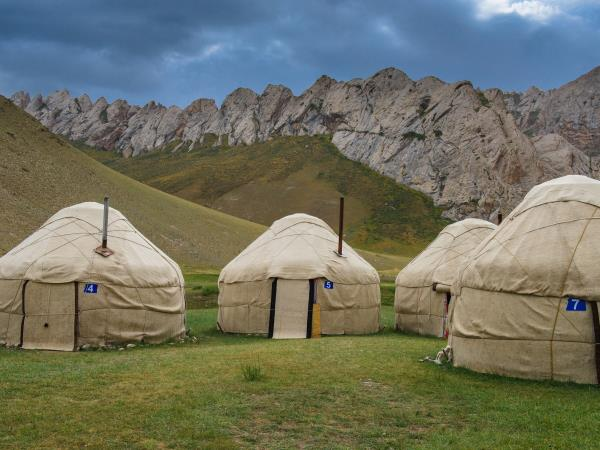 Kyrgyzstan tour, mountains, lakes and nomads
