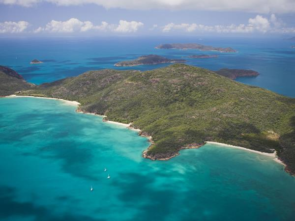 Bareboat sailing holiday in Whitsundays