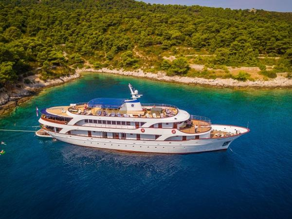 Small ship cruising holidays in croatia travel guide for Small cruise ship lines