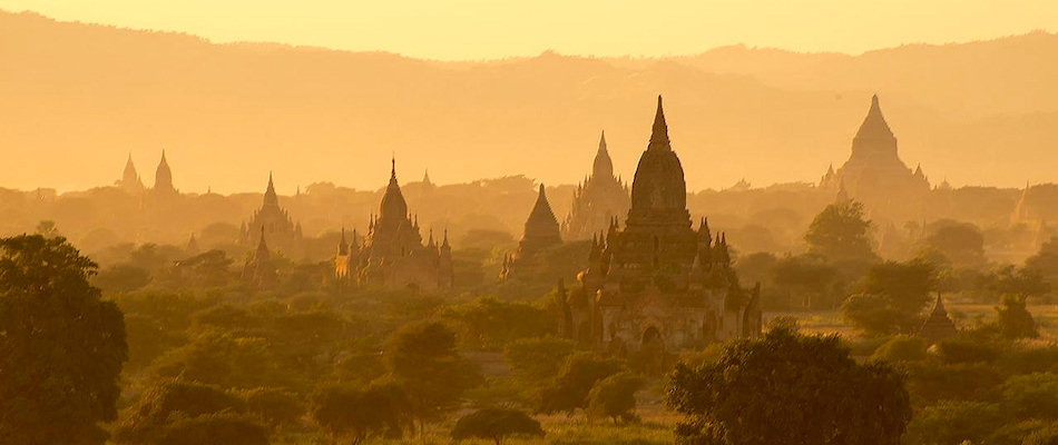 Sunrise at the ruins of Bagan