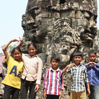 Children in front of statue