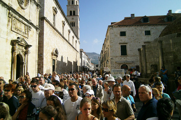 https://www.responsibletravel.com/imagesclient/what-is-over-tourism-crowded-croatia-600x400.jpg