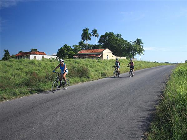 Family cycling holiday in Cuba