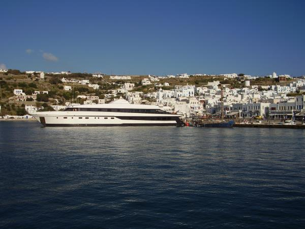 Island hopping cruise in Greece