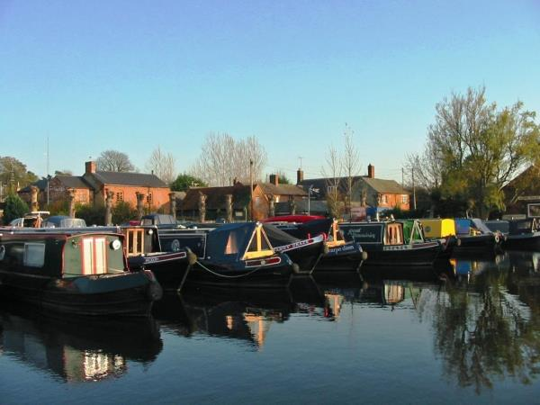 Oxford Canal walking holiday, England