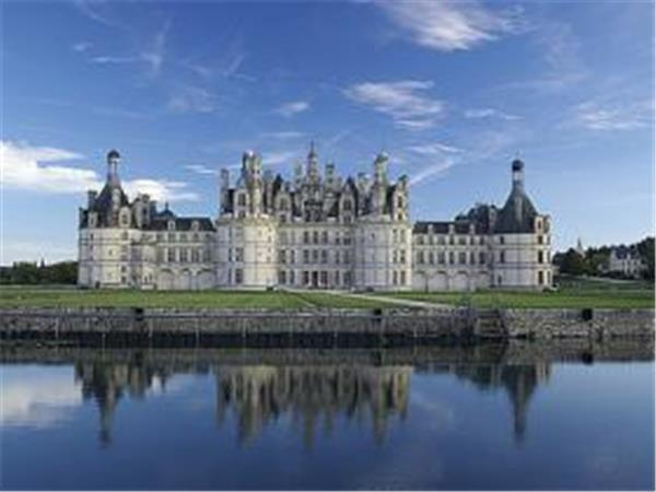 Loire Valley walking holiday in France, castles to castles