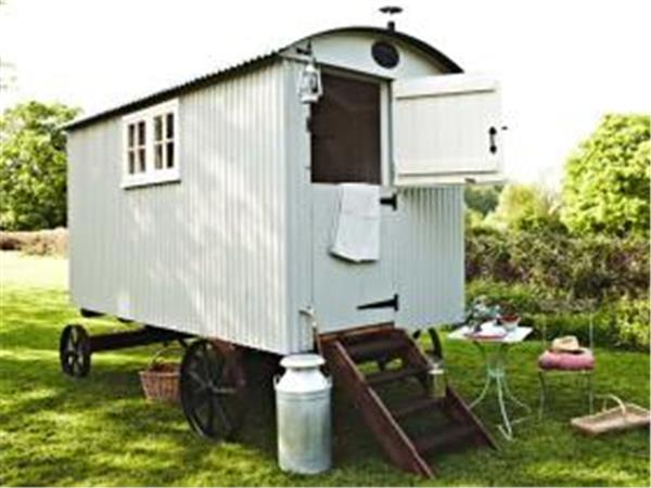 Sussex shepherds hut B&B, South Downs, England