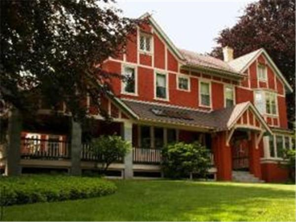 Rochester bed and breakfast nr Finger Lakes, NY