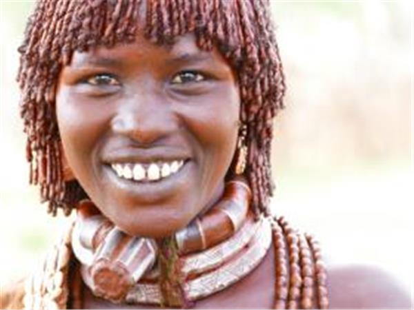 Volunteer in Ethiopia with traditional tribe
