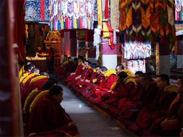 Lhasa to Kathmandu cycling holiday