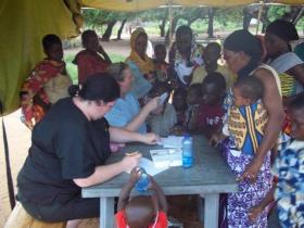 Bringing m�decine to rural villages in Kenya