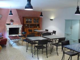 sala used as breakfast and picnic room, reading area and internet