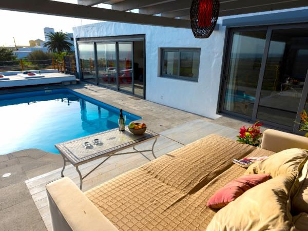 Lanzarote luxury villa with pool, sleeps 12