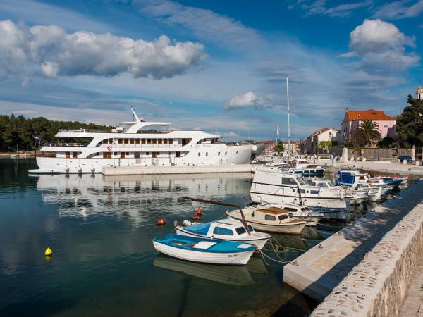 Croatian Islands yacht cruise
